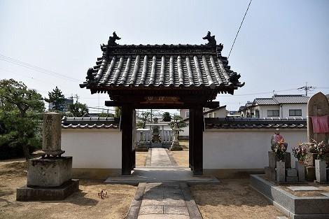 念仏山「教信寺」の教信上人廟