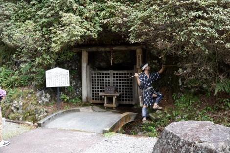 生野銀山 山神宮分社と見石