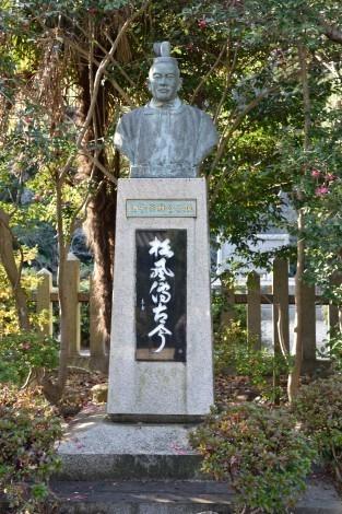 姫路神社 酒井忠以(宗雅)の胸像