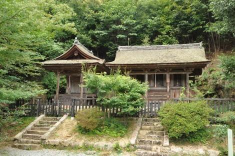 法華山  一乗寺 弁天堂(左)、及び妙見堂(右)