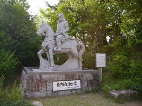 上の丸公園の三木城跡 別所長治の像