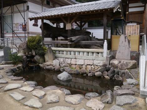 須磨寺 「敦盛首洗いの池」と「義経腰掛の松」